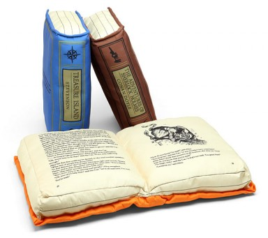 1545_olde_booke_pillowes